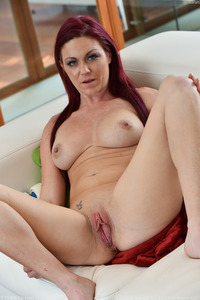 Hot Mom Sarah Brooke Pussy Closeup