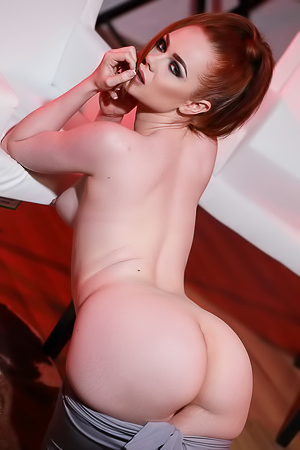 Ella Hughes Shows Her Butts