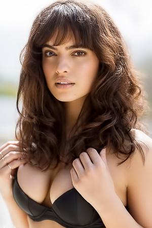 Nina Daniele  nackt