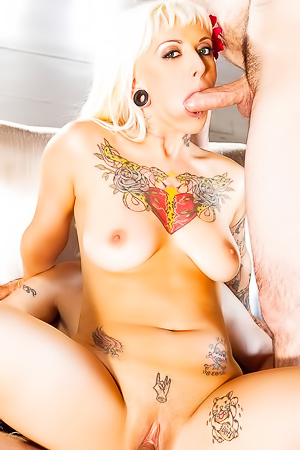 Tommy Pistol getting juicy facial on Jessie Lee