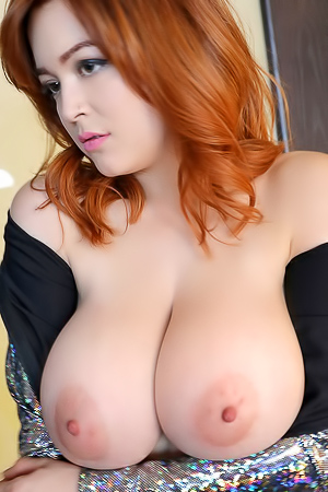 Tessa Fowler Showing Her Yummy Biggest Tits